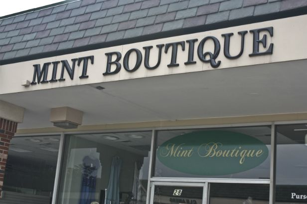 Mint Boutique Arlington Heights.  Dimensional letters combined with window graphics make for an attractive store front.